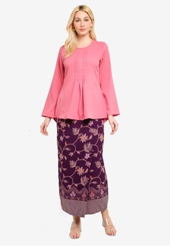 Aqeela Muslimah Wear pink Pleated Batik Kurung F2611AAF8DE446GS_1