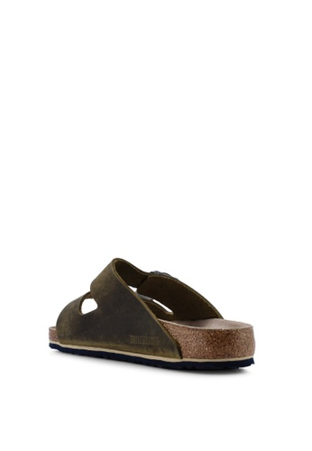 67f55d5d2fd Buy Birkenstock Arizona Oiled Leather Soft Footbed Sandals Online on ZALORA  Singapore