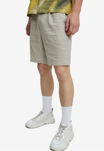 Urban Revivo brown Woven Shorts B6E3AAA68CDE47GS_1