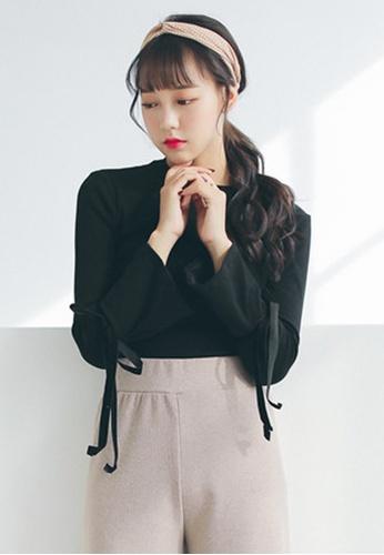 Shopsfashion black Simplicity Collection: Flare Sleeve Blouse in Black SH656AA0GAQJSG_1
