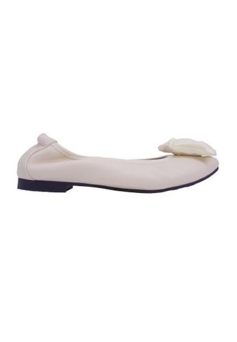 Flatss & Heelss by Rad Russel beige Rose-Embellished Flats - Beige 0BFC3SHA759A48GS_1