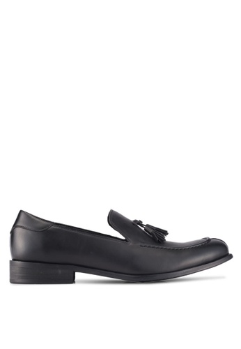 ZALORA black Faux Leather Slip On Dress Shoes with Tassels 581D3SH6FABDFEGS_1