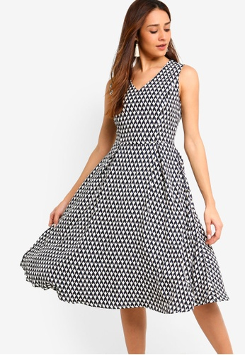 ZALORA black and multi Pleated Fit And Flare Dress 0E6A4AAAE31A40GS_1