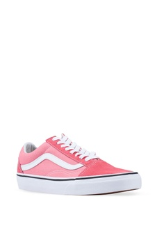 e82d01deca4 VANS Old Skool Sneakers RM 259.00. Available in several sizes