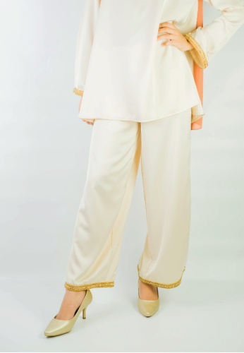 Zaryluq beige Baby Doll Pants in Ivory White 4C3FCAA9D56373GS_1