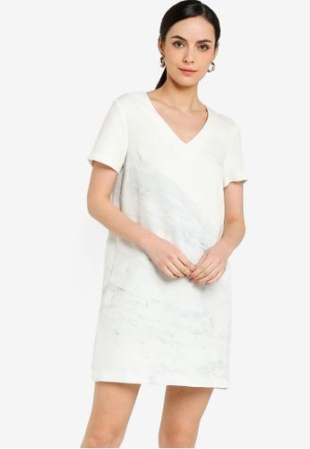 ZALORA WORK white V Neck Shift Dress 0C3ABAA8F36257GS_1