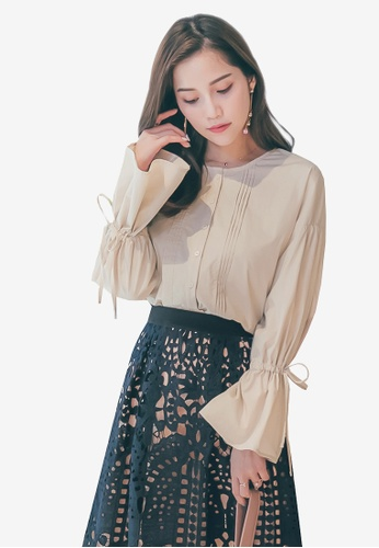 YOCO beige Trumpet Sleeves Buttoned Top C77A9AAA41E66DGS_1