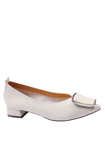 Twenty Eight Shoes 米褐色 尖頭裝飾扣中跟鞋 VL1701 E7138SH93AD8D2GS_1