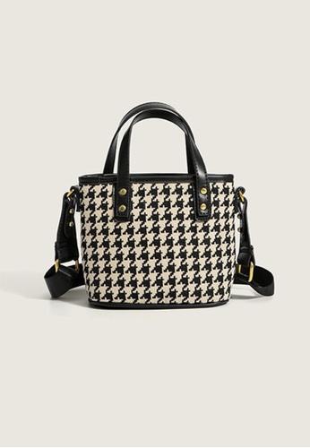 Lara black Women's Elegant Zipper Hand Bag Shoulder Bag - Black 21AA5ACB4120AAGS_1