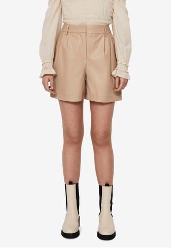 Vero Moda beige Solafie Coated Shorts 9DBBEAAC9446DDGS_1