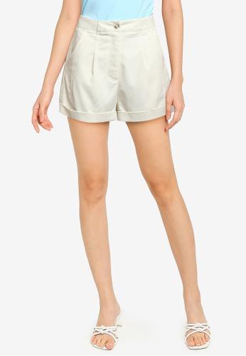 ZALORA BASICS beige Darted Shorts E6BFEAA2B4D164GS_1