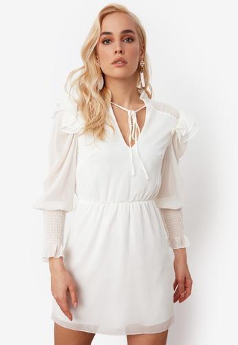Trendyol white Ribbon Tie Neck Detail Chiffon Dress FA575AADB9886DGS_1