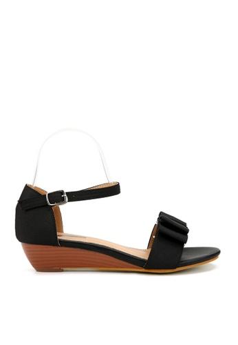 KissXXX 黑色 輕甜優雅緞面蝴蝶結小坡跟涼鞋 KI603SH09KT2TW_1