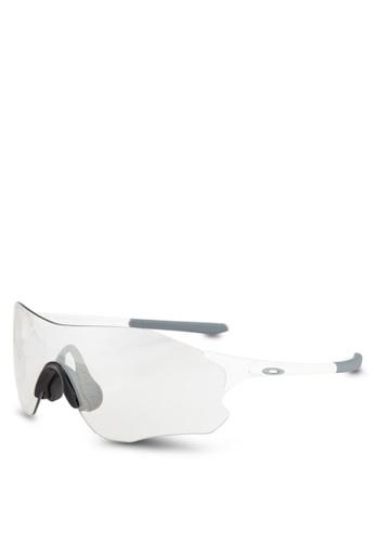 Oakley white Sport Performance OO9313 Sunglasses OA636GL0RNJ3MY_1