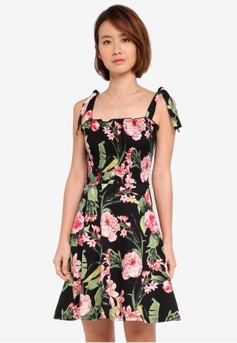 Dorothy Perkins black Petite Floral Shirred Skater Dress 59EDBAAE4265A2GS_1