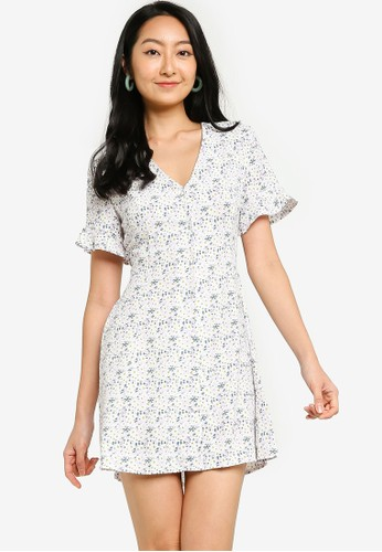 ZALORA BASICS multi Flutter Sleeve Fit & Flare Dress 5BE7AAA3B97C32GS_1