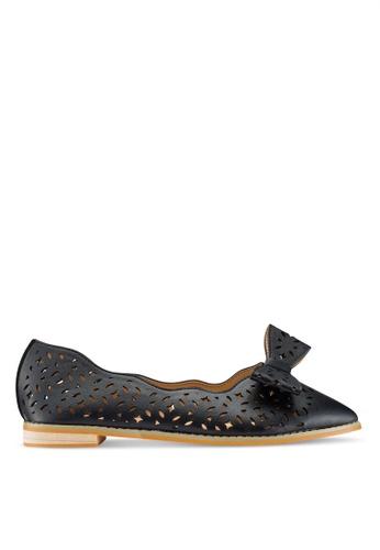 Berrybenka 黑色 雕紋蝴蝶結平底鞋 CD7C4SHB5B2CA5GS_1
