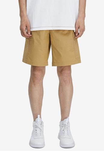 URBAN REVIVO beige Trendy Cargo Shorts 0CBEDAA6FDC9DBGS_1