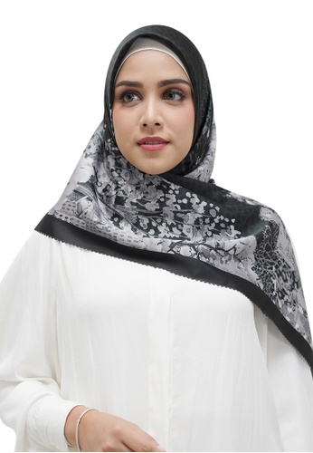 Buttonscarves black Buttonscarves New York Reborn Satin Square Fifth Avenue 65809AA7529605GS_1
