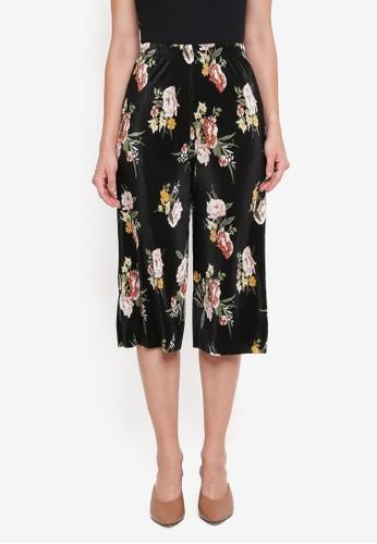 Miss Selfridge black Petite Floral Print Plisse Culotte Trousers 7386BAA71D8DF8GS_1