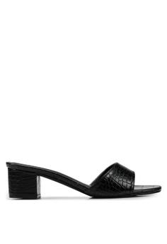 69884f25bf53fb Heatwave black Textured Heels B3D87SHA738D9FGS 1