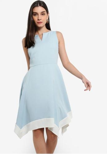 ZALORA 白色 and 藍色 Colourblock Handkerchief Dress With Notch Details 0215CAA6CE22B7GS_1