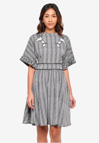 bYSI grey Floral Plaid Flare Dress E9943AA031951FGS_1