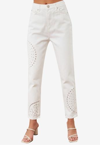 Trendyol 白色 雕紋Out High 腰圍 Mom 牛仔褲 DBCE7AA8471E99GS_1