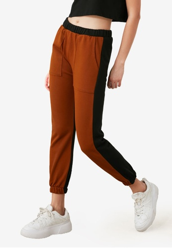 Trendyol brown Colourblock Pocket Joggers 22CB5AAD479AB1GS_1