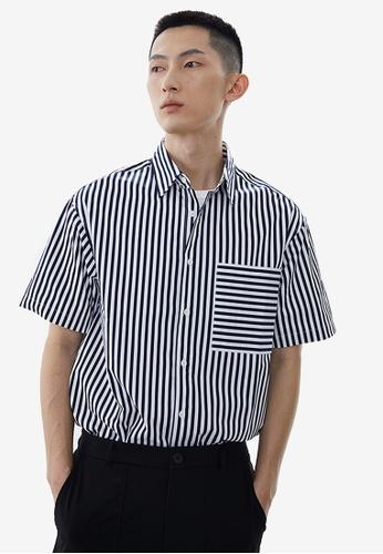 URBAN REVIVO blue Striped Short Sleeves Shirt 8D5BCAA7B0CC0FGS_1