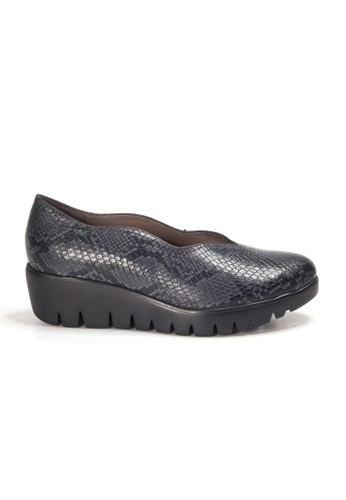 Shu Talk grey WONDERS Comfortable Snakeskin Printed Platform Shoes 69225SHC3FA26CGS_1