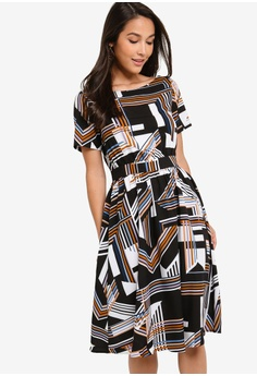 b57cac661e ZALORA black and multi Boat Neck Flare Dress 2E6FFAAC7804D1GS_1