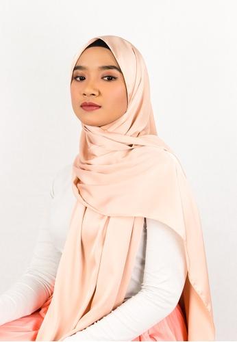 Zaryluq pink Silk Satin Shawl with Tassel in Frothy Peach EEB20AAC5267ECGS_1