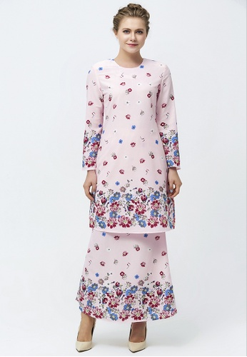 Teeny Flower Placement Prints Baju Kurung from Era Maya in Pink