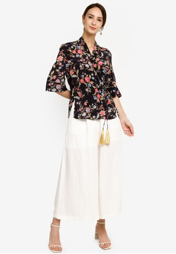 Hopeshow black V-Neck Floral Wrap Blouse F819AAAAD37133GS_1