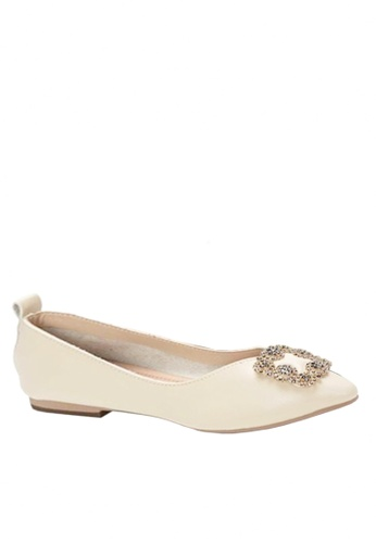 Twenty Eight Shoes beige Pointed Ballerinae with Rhineston Buckle VF90281D 2499ESHEE1854DGS_1