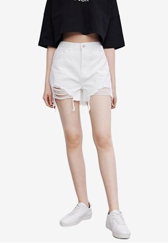 URBAN REVIVO white Frayed Denim Shorts 74D0CAA5489BD2GS_1