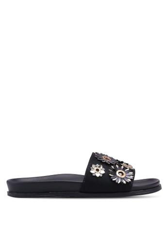 ZALORA 黑色 金屬感花卉繞帶涼鞋 B3925SH6A8C17BGS_1