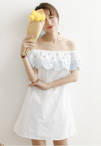 Shopsfashion white Embroidery Off Shoulder Shift Dress SH656AA0F40ISG_1