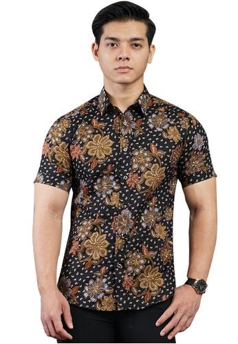 UA BOUTIQUE black Short Sleeve Shirt Batik UASSB119-013 (Black/ Brown) E4742AAEF66CACGS_1