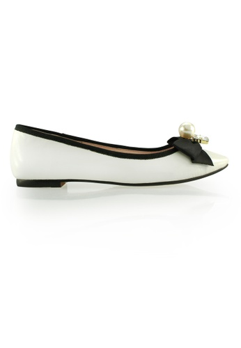 Gripz white Pearltie Pointed Lamb Leather Flats GR357SH0FDLXSG_1