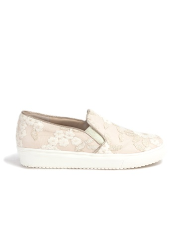 Shu Talk beige LIMITED EDITION Stylish White Lace Sneakers C806DSHC782C03GS_1