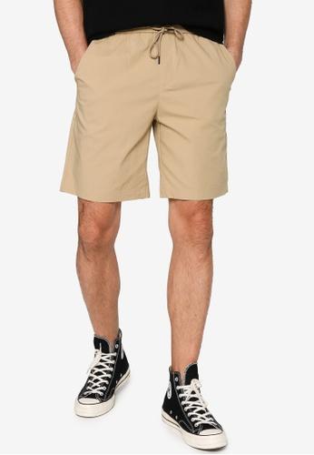URBAN REVIVO beige Casual Shorts 3DF32AAF8CBF65GS_1