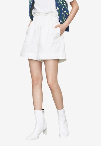 URBAN REVIVO white Simple Elastic Shorts D2620AA077C661GS_1