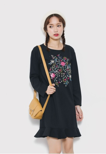 Shopsfashion black Floral Embroidery Shift Dress SH656AA73UPESG_1
