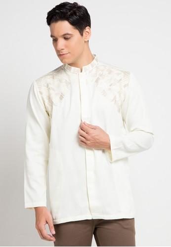 warna putih juga bersifat timeless, sehingga bisa dikenakan kapan saja, termasuk saat perayaan Hari Raya.