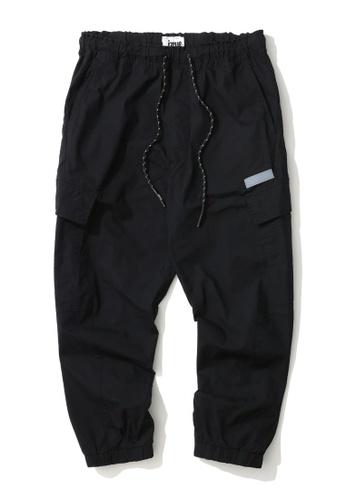 izzue black Drawstring cargo pants 1972FAAC8457A4GS_1