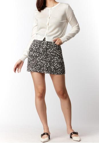 What To Wear black Monochrome Floral Prints Denim Skirt in Black F6F16AA87AA21EGS_1