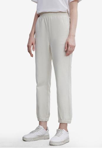 URBAN REVIVO white Casual Trousers 26961AA650FBF9GS_1