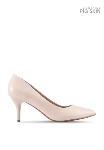 BETSY beige Abigail Court heels CD019SH029BE2DGS_1